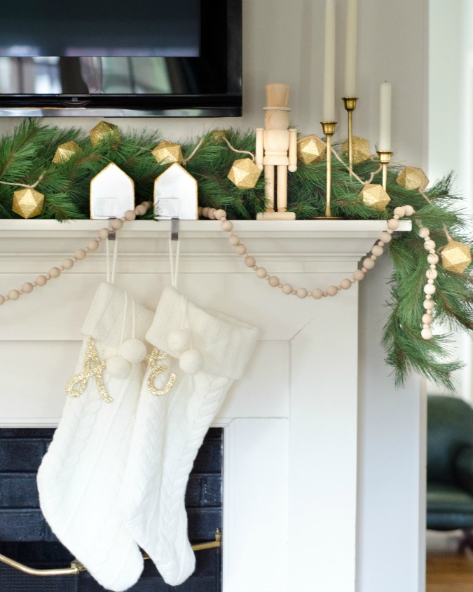 Creative Christmas Decorating Ideas - love the three garland mixed together
