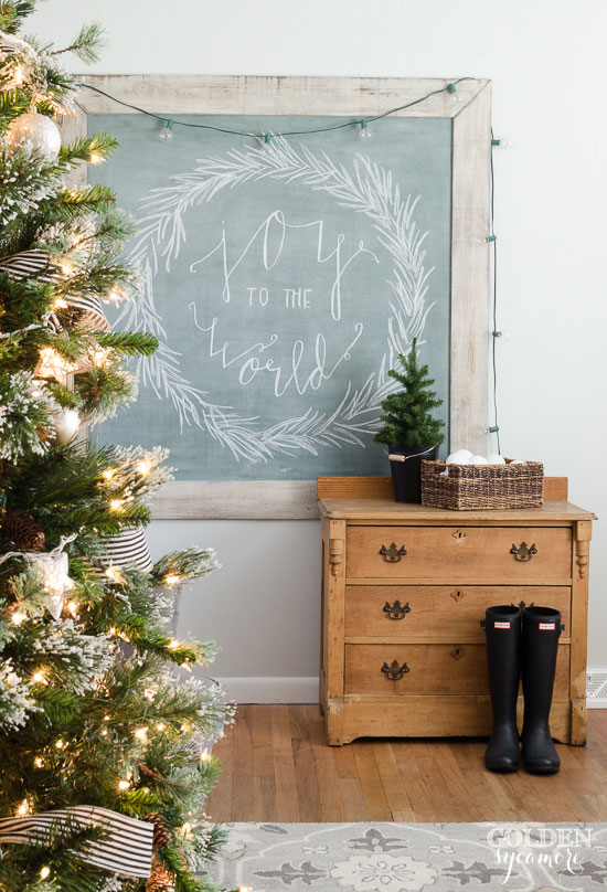 Creative Christmas Decorating Ideas - love this chalkboard art