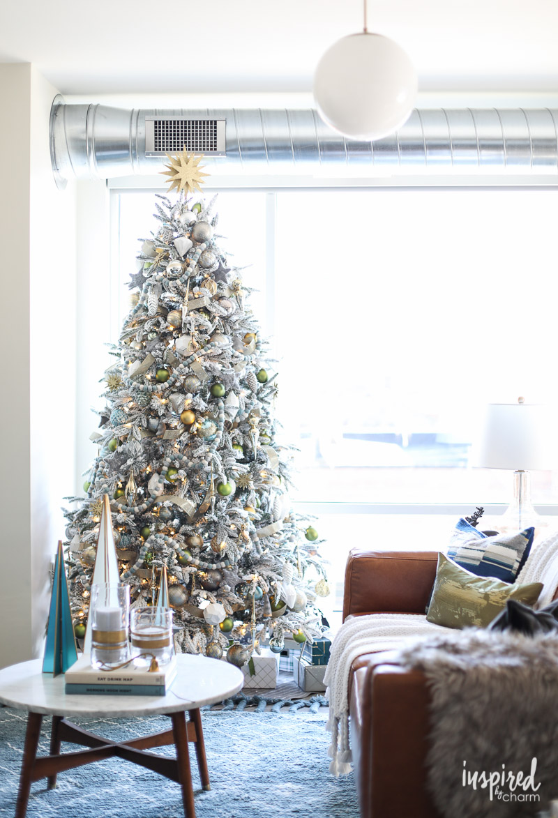 Creative Christmas Decorating Ideas - love this stunning flocked tree
