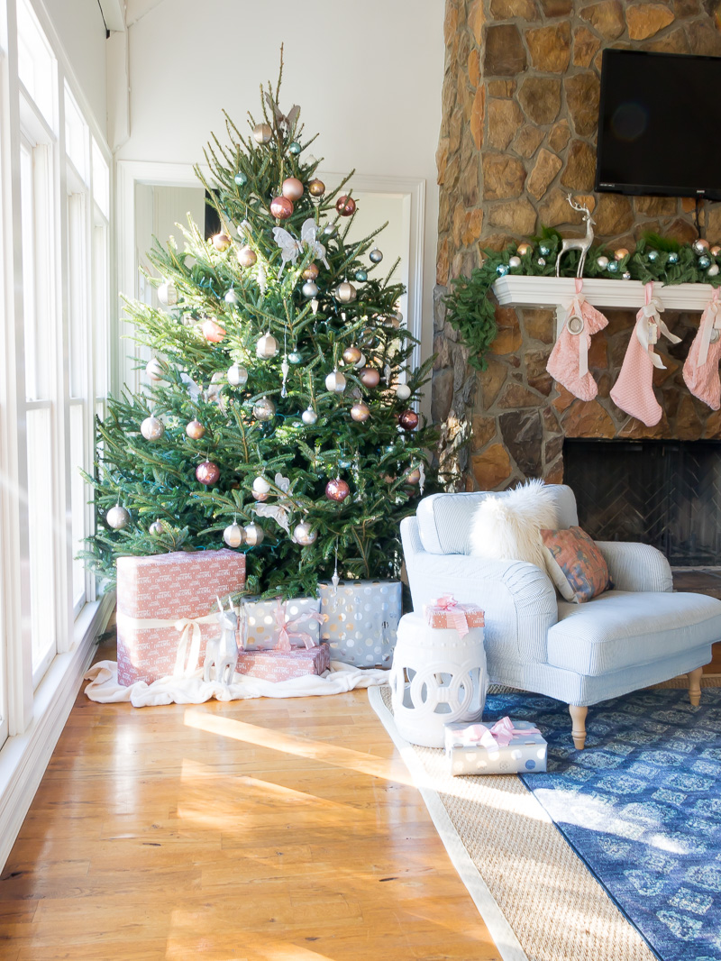 Creative Christmas Decorating Ideas - love this gorgeous tree with pink ornaments