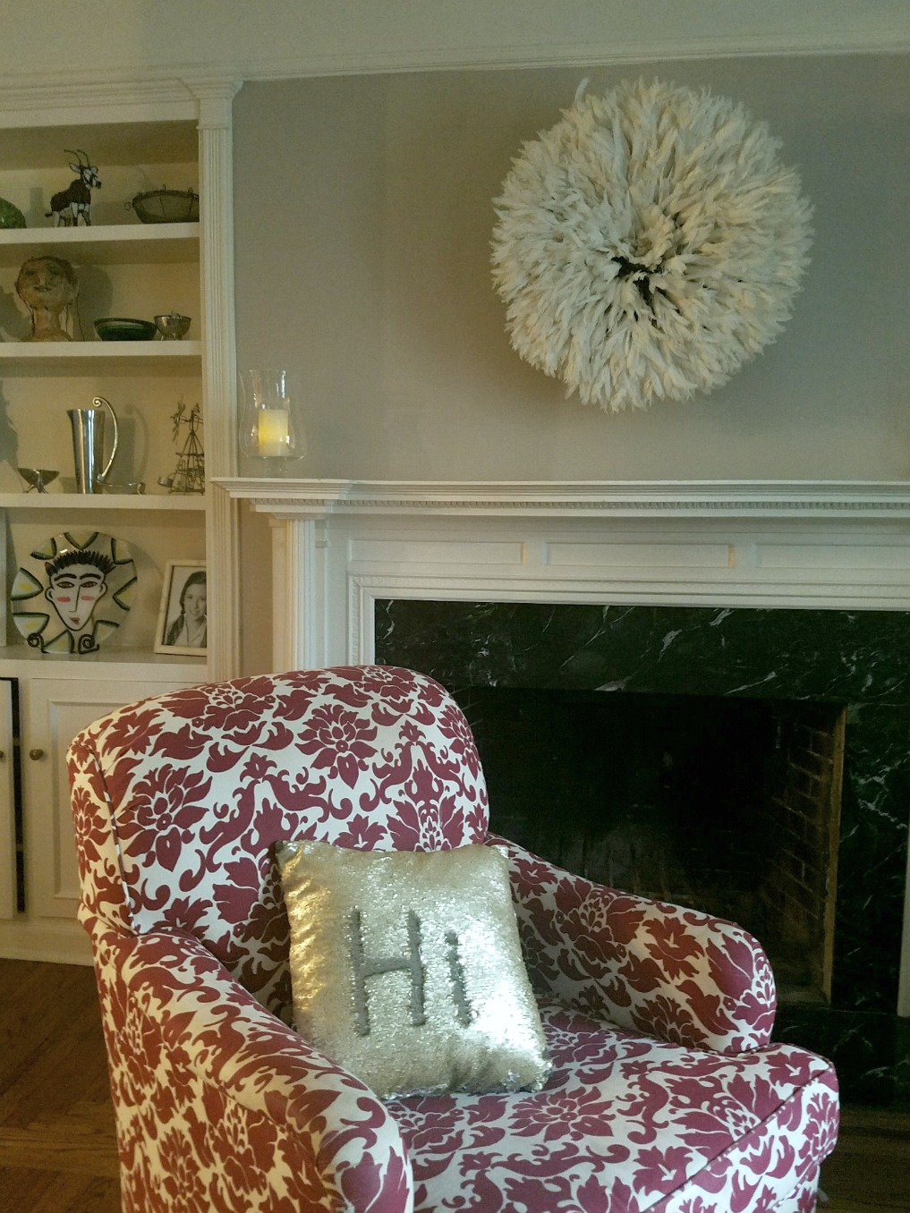 Love the juju hat over the mantel kellyelko.com