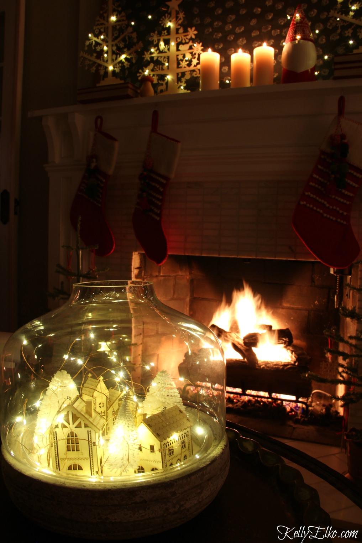 Christmas Nights Tour - see 25 of the best Christmas homes lit up at night! Love this winter wonderland fairy lights jar kellyelko.com #christmas #christmasdecorating #christmasdecor #christmaslights