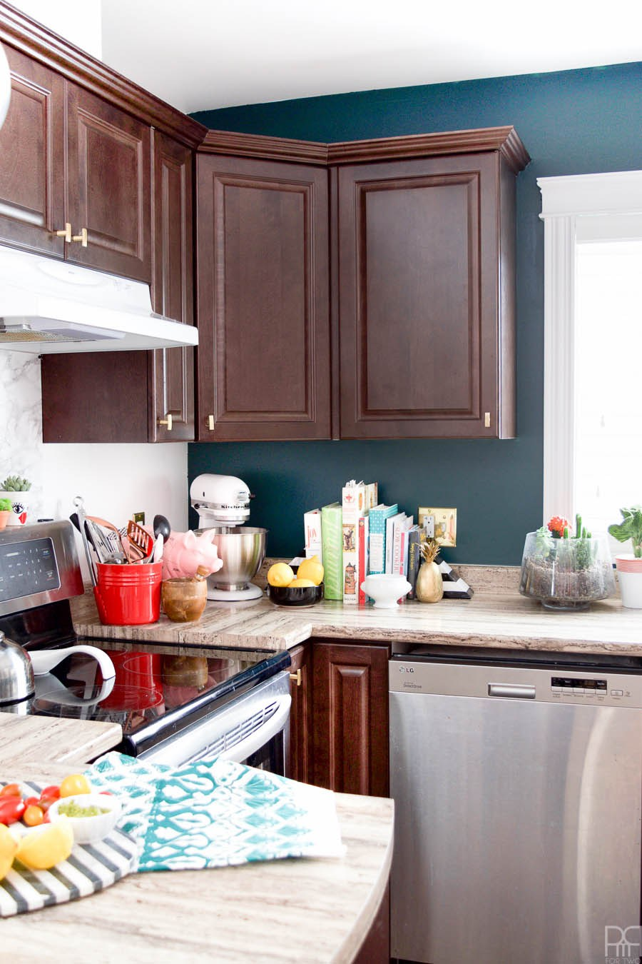 Eclectic Home Tour of PMQ for Two - get tons of renter friendly decorating and DIY ideas like how to add color and accessories to a plain kitchen