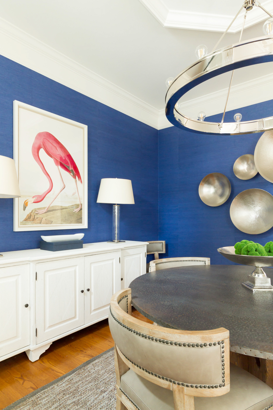 Eclectic Home Tour - love the blue wallpaper in this neutral dining room and the pink flamingo art #blue #bluewallpaper #diningroom #diningroomdecor #flamingo