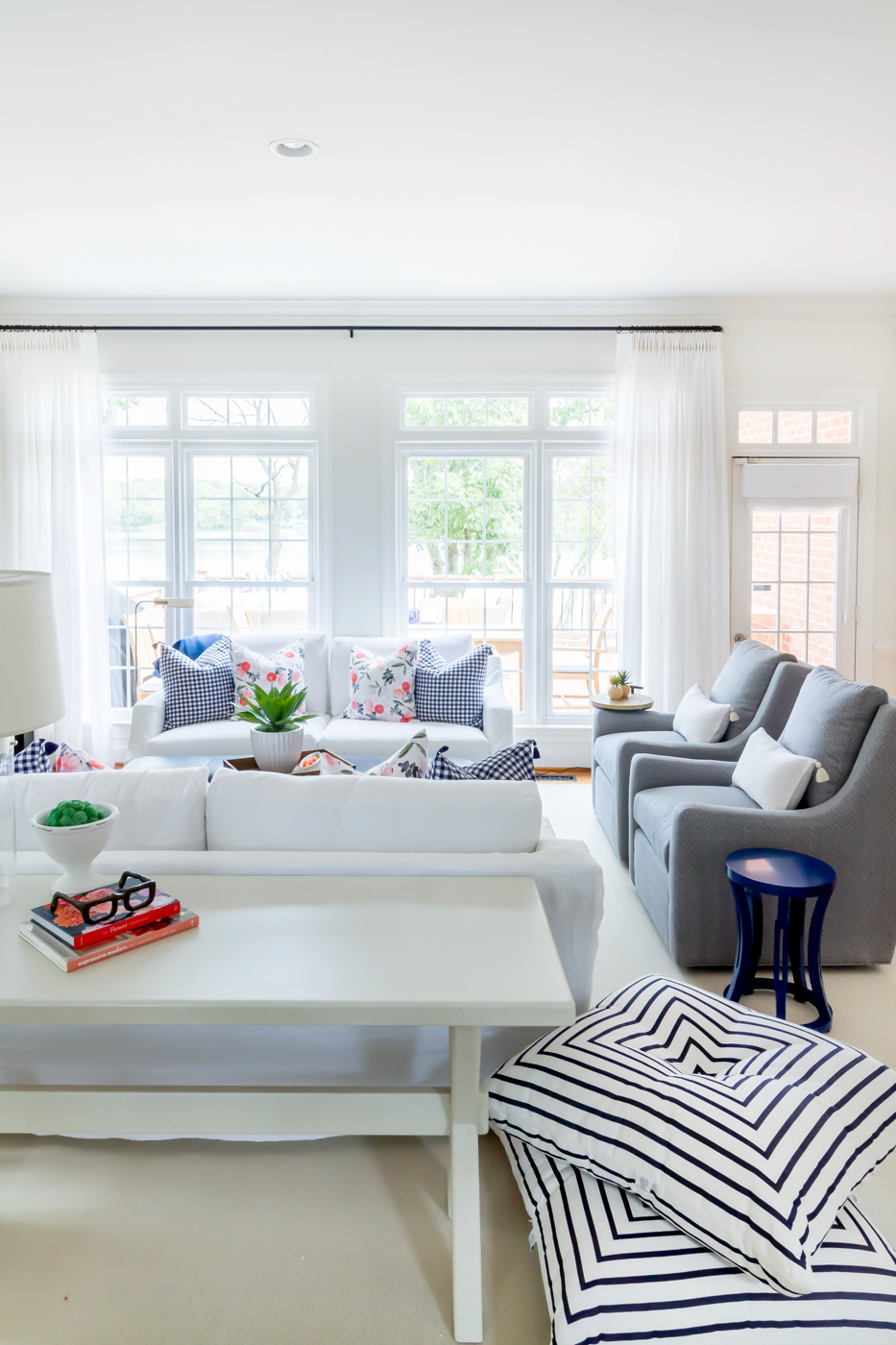 Eclectic Home Tour - a white living room gets pops of color from textiles #livingroom #neutraldecor #lakehouse