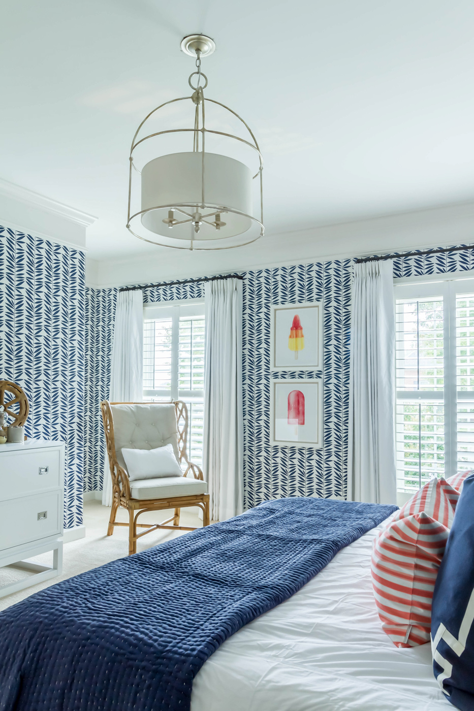Eclectic Home Tour - love this blue graphic wallpaper, rattan furniture and popsicle art #bedroom #bluebedroom #bedroomdecor #wallpaper