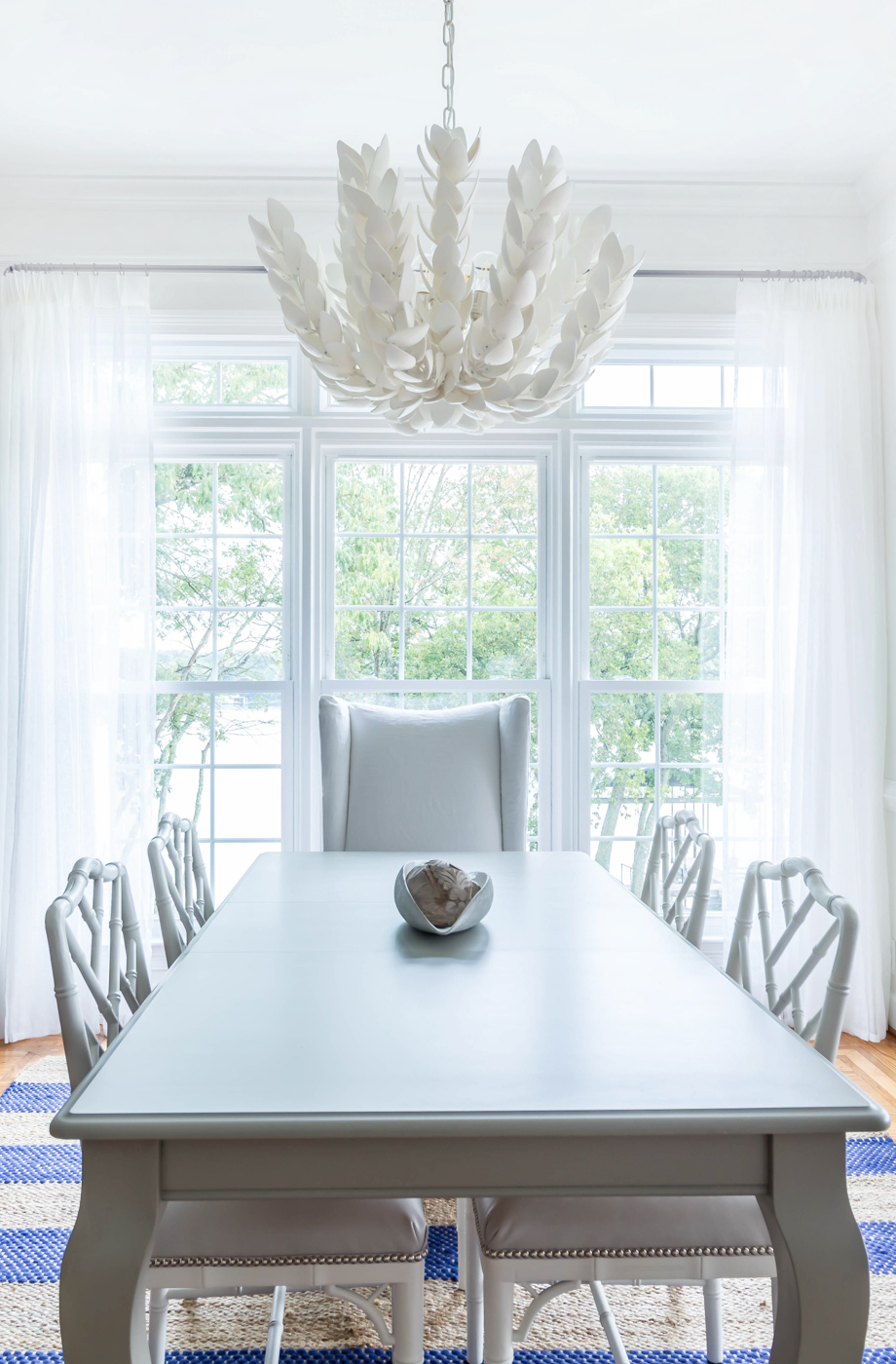 Eclectic Home Tour - love this neutral white dining room with statement chandelier #chandelier #diningroom #diningroomdecor #neutraldecor