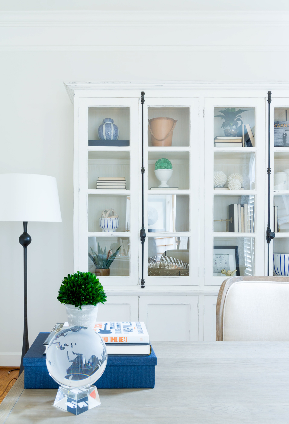 Eclectic Home Tour - love this white hutch to display favorite accessories in the dining room #diningroom #diningroomfurniture #diningroomdecor