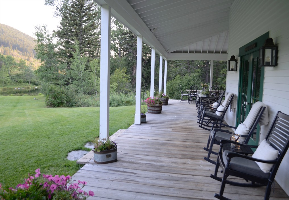 Eclectic Home Tour of Sanctuary Home - welcome to Crow Hollow Ranch. This 500 acre property is complete with farmhouse, guest house and rustic cabin kellyelko.com #ranch #hometour #porch #frontporch #curbappeal