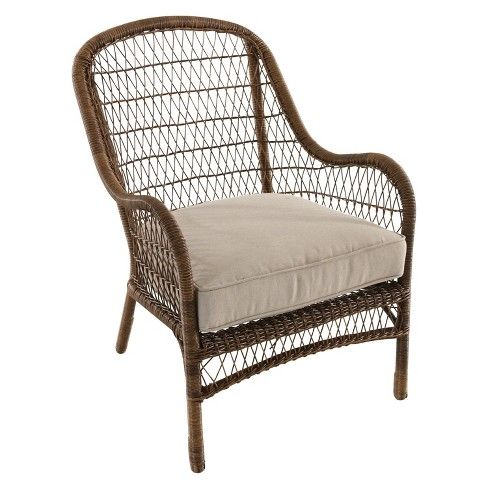 Love this all weather wicker chair that would be perfect indoors or out kellyelko.com #wicker #rattan #patiofurniture #diningchairs