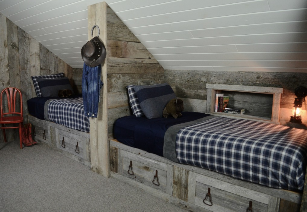 Eclectic Home Tour of Sanctuary Home - welcome to Crow Hollow Ranch. This 500 acre property is complete with farmhouse, guest house and rustic cabin kellyelko.com #hometour #bedroom #rusticdecor #barnwood #whitekitchen #homedecor