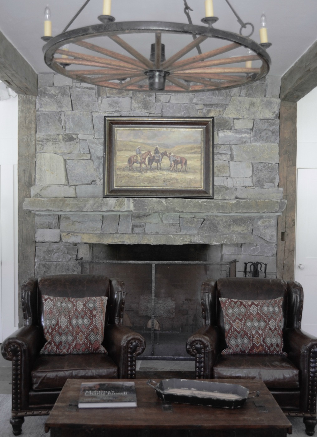 Eclectic Home Tour of Sanctuary Home - welcome to Crow Hollow Ranch. This 500 acre property is complete with farmhouse, guest house and rustic cabin kellyelko.com #hometour #kitchen #rusticdecor #barnwood #whitekitchen #homedecor #fireplace #mantel