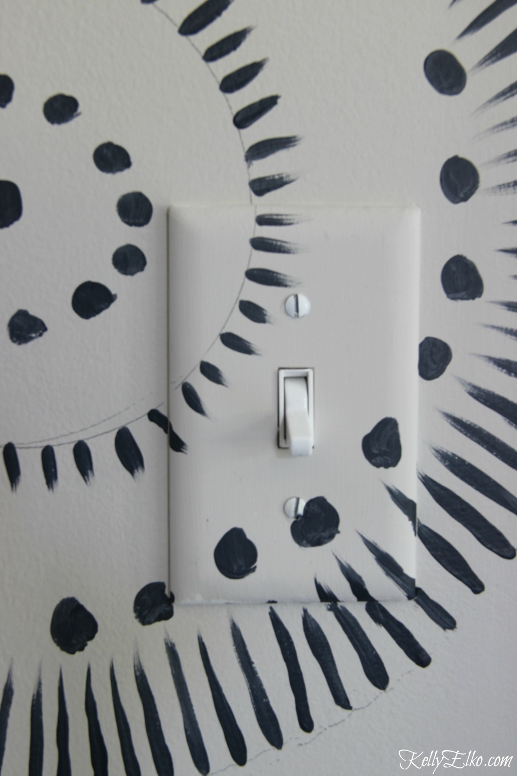 Paint right over switch plates and get her tips for painting a DIY wall mural kellyelko.com #wallmural #walls #walldecor #tipsandtricks #paintingtips #paintingideas