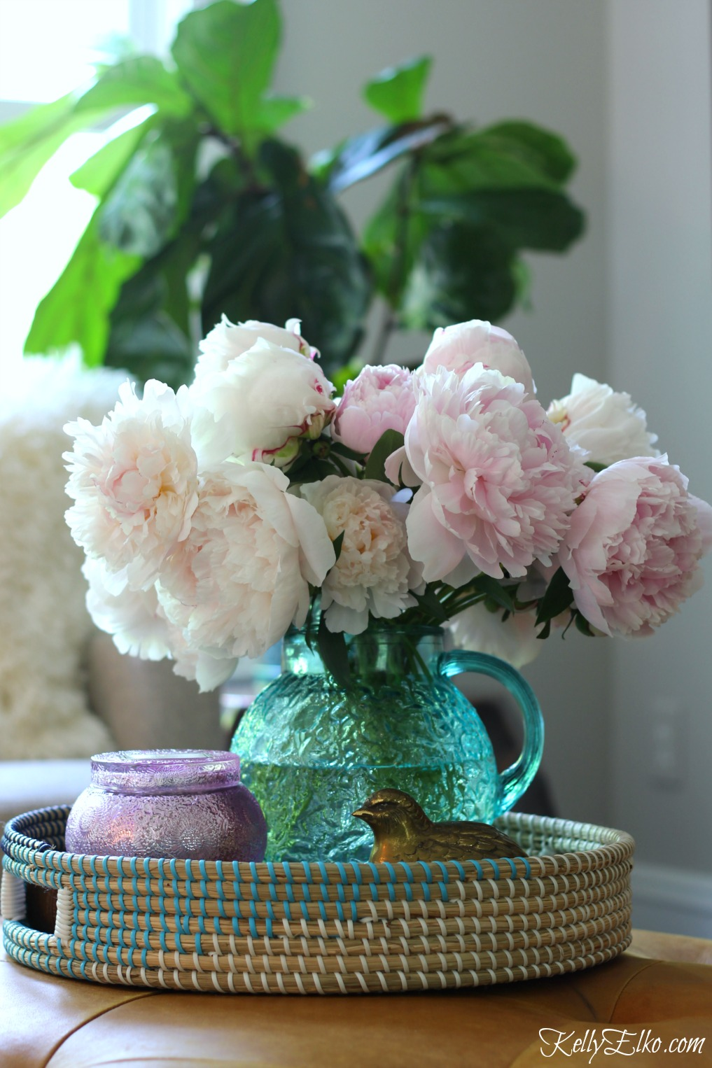How to Make Peonies Last Longer - love these great tips for making sure your peonies always look in prime condition and love this flower arrangement in a vintage blue pitcher kellyelko.com #peonies #gardeningtips #gardens #gardening #perennials