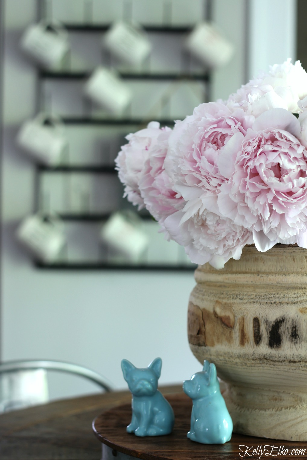 How to Make Peonies Last Longer - love these great tips for making sure your peonies always look in prime condition kellyelko.com #peonies #gardeningtips #gardens #gardening #perennials