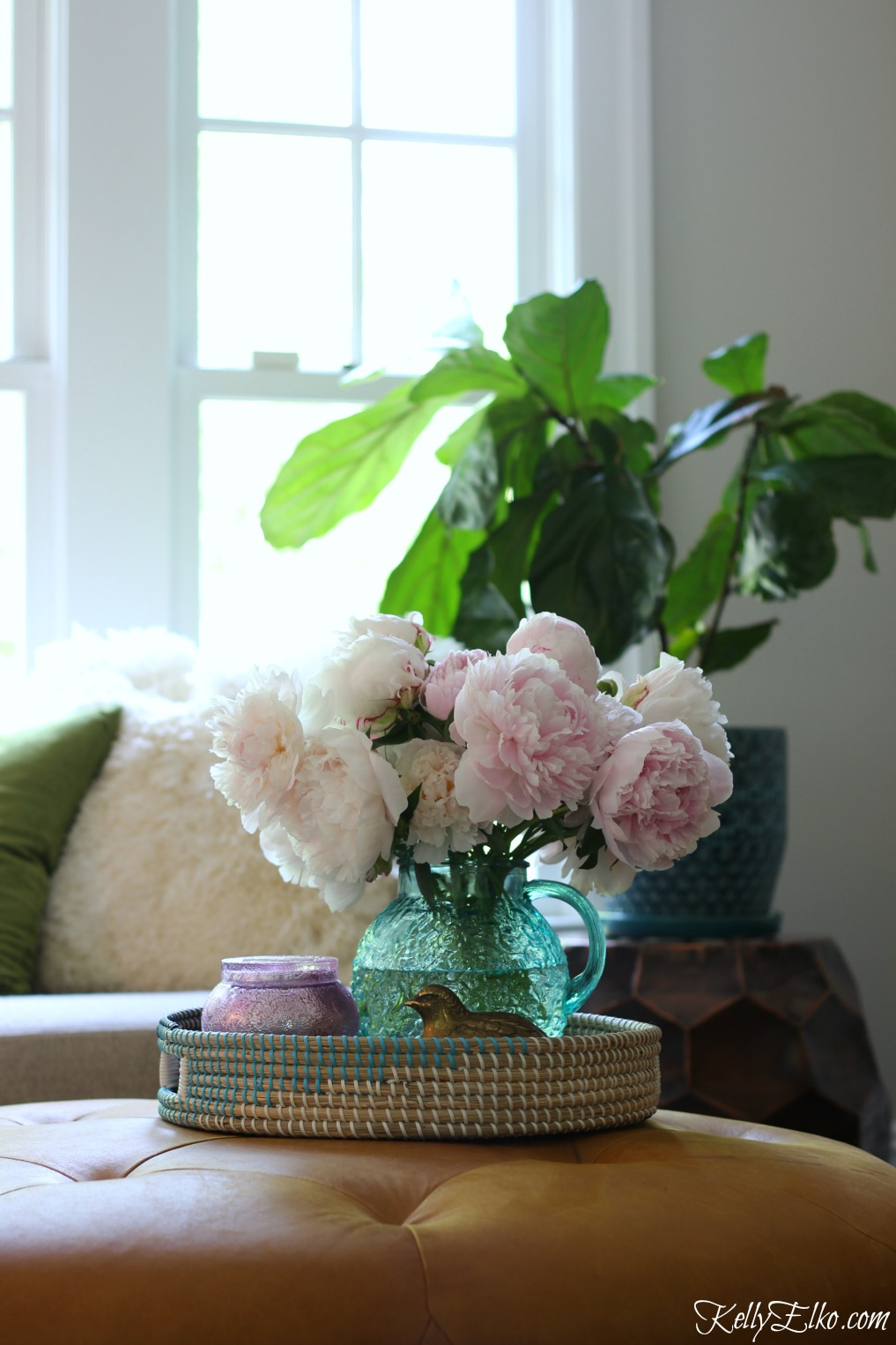 How to Make Peonies Last Longer - love these great tips for making sure your peonies always look in prime condition and love her flower arrangements in unique vases like this vintage blue pitcher kellyelko.com #peonies #gardeningtips #gardens #gardening #perennials