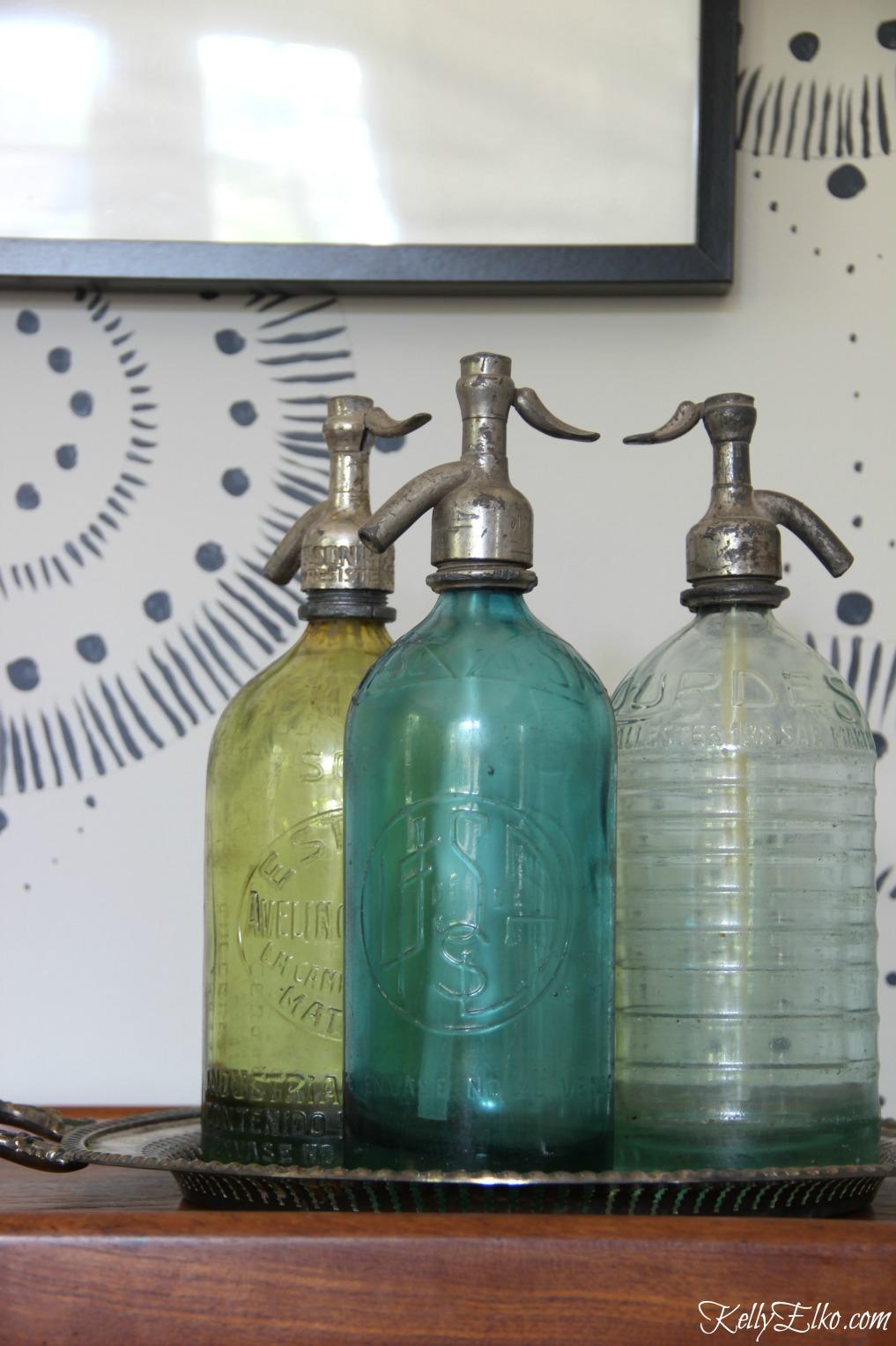 Vintage seltzer bottles kellyelko.com #vintage #collections #vintagedecor