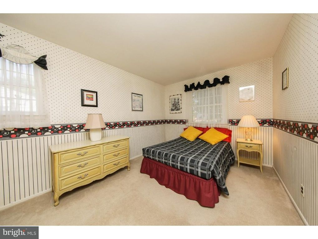 Black and white vintage bedroom kellyelko.com