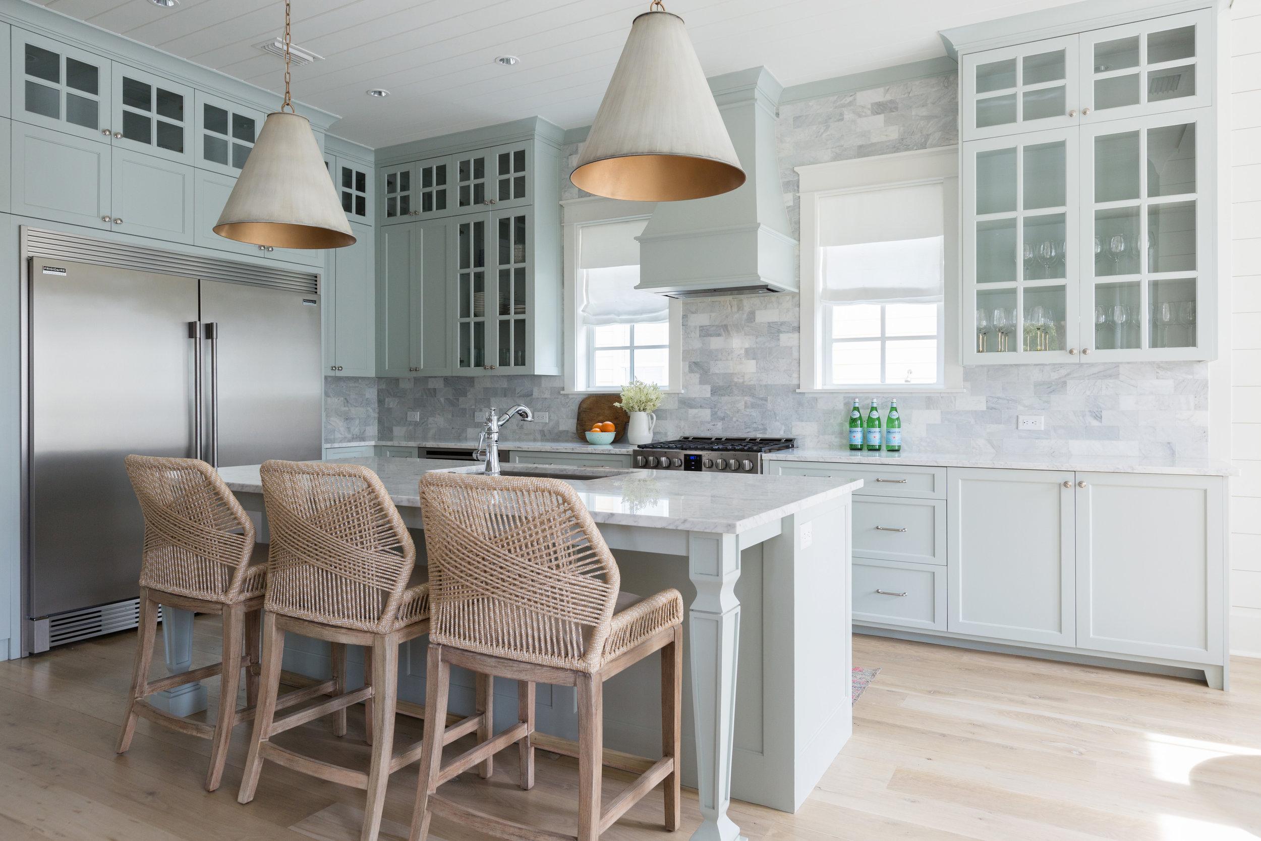 Beautiful kitchen with marble backsplash and huge pendant lighting and love the rope counter stools kellyelko.com #kitchens #lighting #kitchendecor #barstools