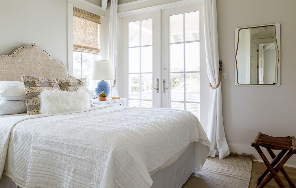 Neutral bedroom - love the upholstered headboard kellyelko.com #bedrooms #neutraldecor #decorate #interiors