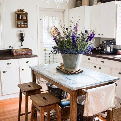 Eclectic Home Tour - B Home Vintage kellyelko.com #farmhouse #farmhousedecor #kitchen #farmhousekitchen #kitchenisland #housetour