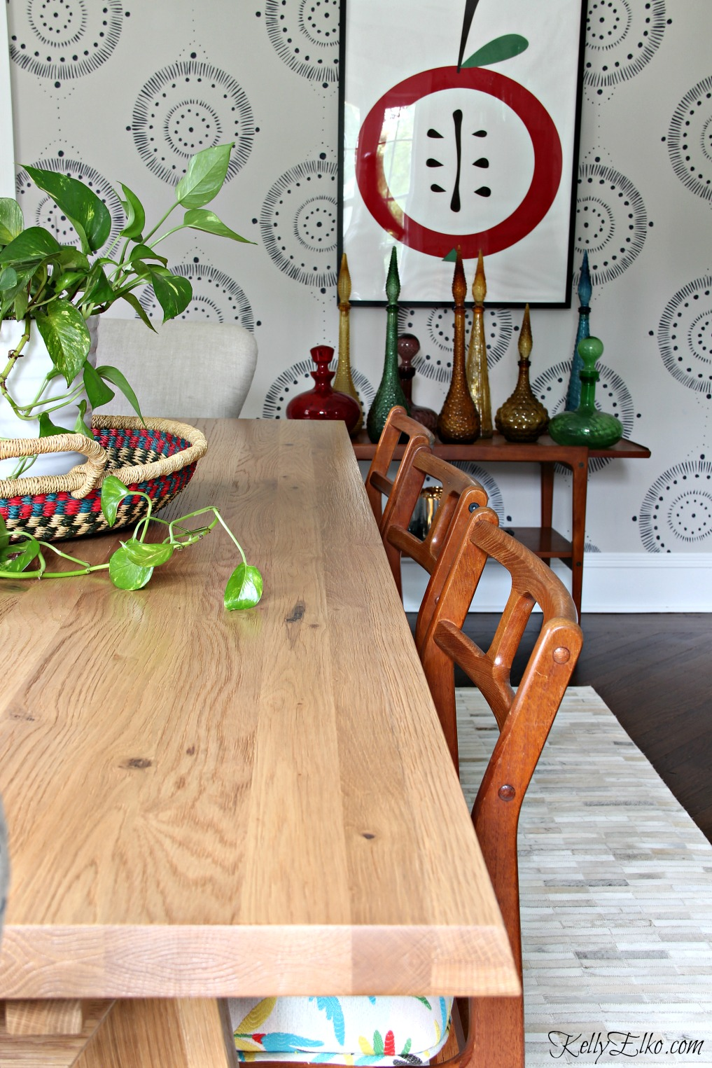 Love this eclectic dining room with extendable table, Danish modern chairs and wall mural kellyelko.com #diningroom #diningroomdecor #diningroomfurniture #wallart #murals #eclectic #interiordecor