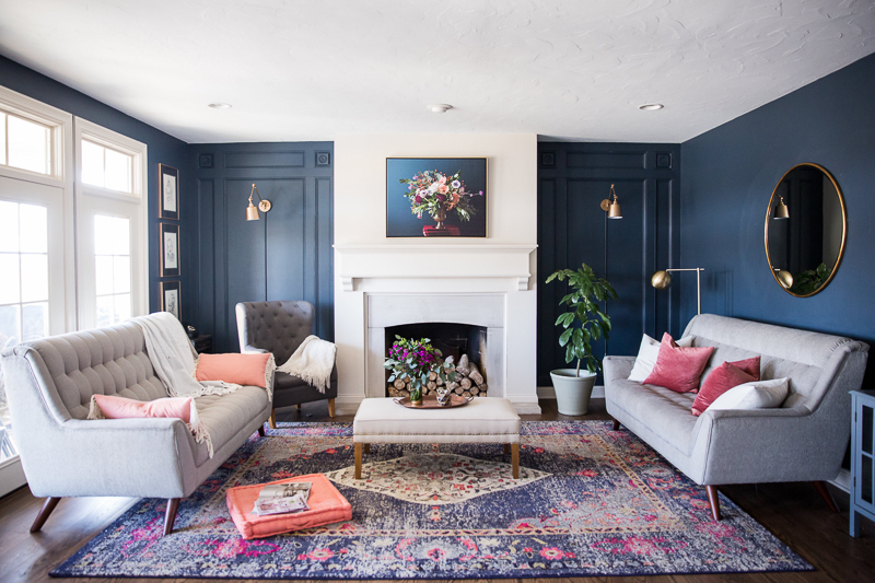 Beautiful home tour that isn't afraid to use color kellyelko.com #blue #colorful #livingroom #familyroom