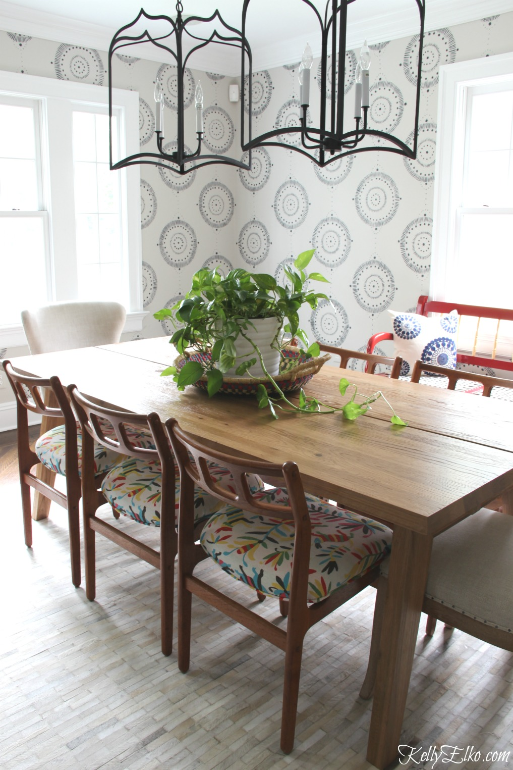 DIY Wall Mural that looks like Serena & Lily wallpaper at a fraction of the cost kellyelko.com #wallmural #murals #diydecor #diyideas #paintingtips #diningroom #diningroomdecor #diningroompaint #diningroomfurniture #vintagedecor #modernvintage #lighting