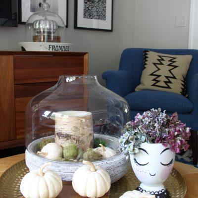 Simple fall touches in the family room - kellyelko.com #fall #falldecor #falldecorating #hydrangeas #pumpkins