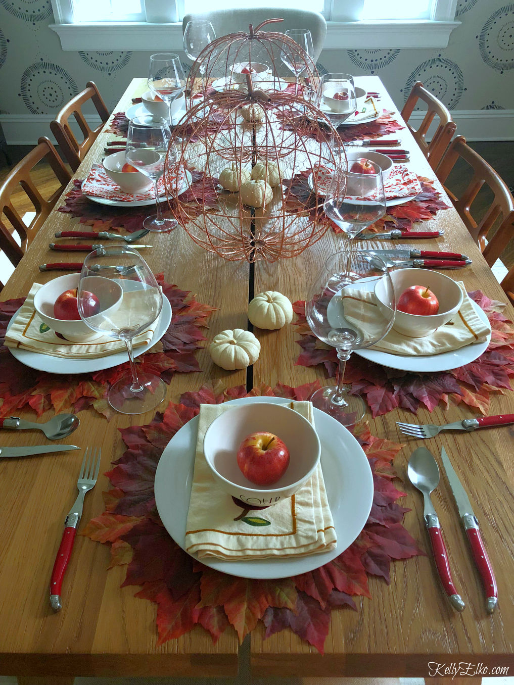 What a fabulous fall leaves tablescape! kellyelko.com #fall #falltablescape #falldecor #fallleaves #thanksgiving #thanksgivingtable #tablescape #diningroom