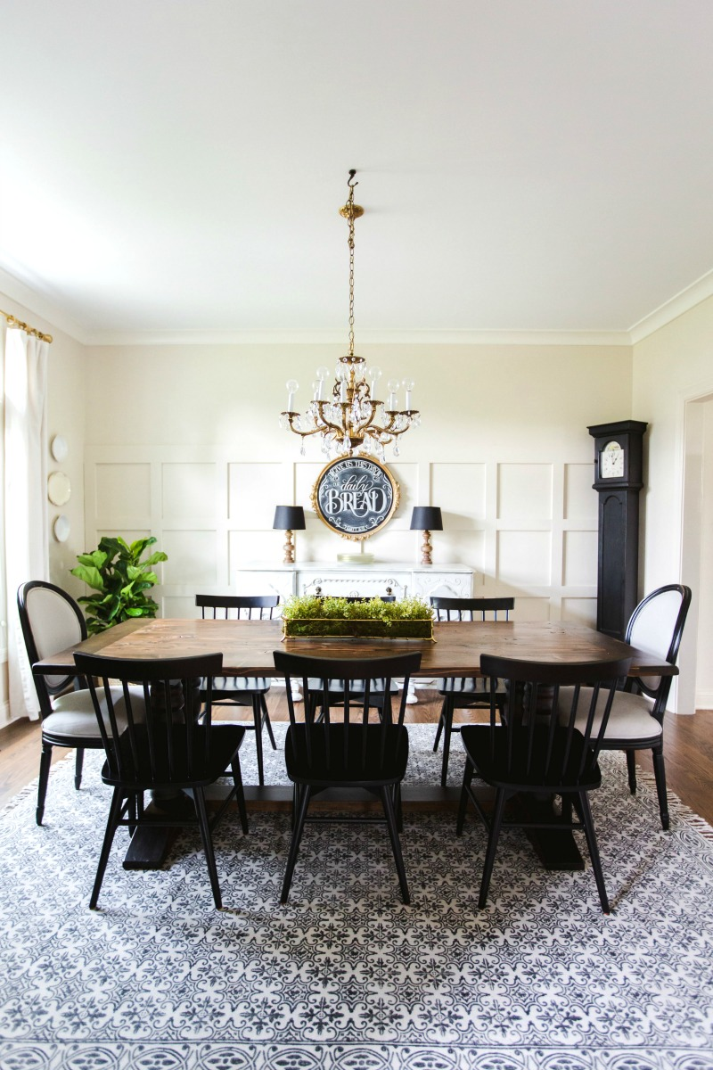 Eclectic Home Tour - love this farmhouse style dining room with mismatched chairs kellyelko.com #diningroom #diningroomfurniture #kitchen #diningroomdecor #eclecticstyle #farmhousestyle #interiordecor