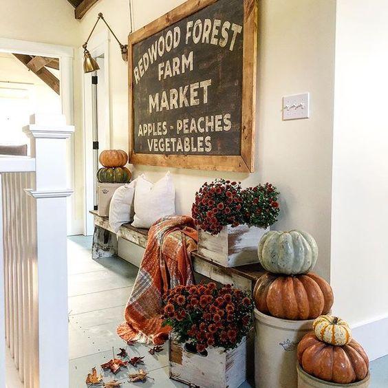 Eclectic Home Tour of The Cobbler Shop on Concord kellyelko.com #farmhouse #farmhousedecor #interiordecor #interiordecorate #fall #falldecor #cottagestyle #hometour #housetour