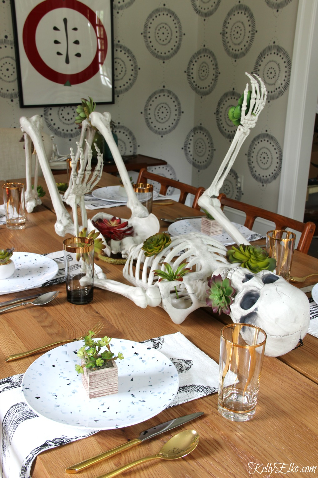 Love this Halloween succulent skeleton centerpiece! kellyelko.com #halloween #halloweendecor #halloweendecorations #diyhalloween #skeleton #succulents #halloweentable #halloweentablescape