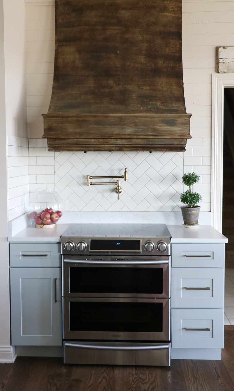 Love this stove vent that is painted to look like real wood! kellyelko.com #kitchen #painttechniques #fauxwood
