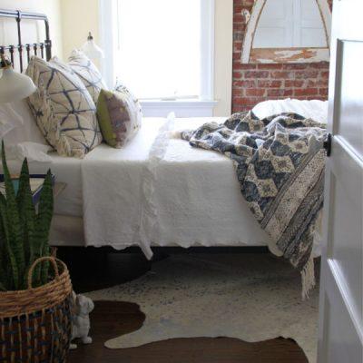 Guest Bedroom Decor kellyelko.com #bedroom #gueastbedroom #bedroomdecor #attic #bedroomfurniture #bohostyle
