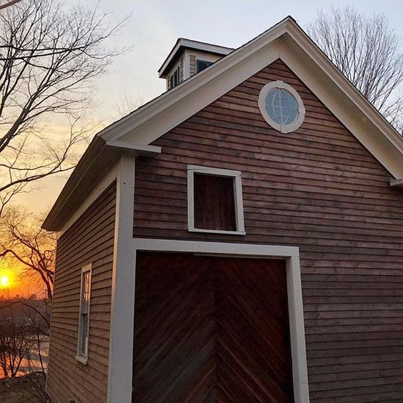 Eclectic Home Tour of The Cobbler Shop on Concord - love this beautiful 1800's barn kellyelko.com #farmhouse #farmhousedecor #interiordecor #interiordecorate #barn #cottagestyle #hometour #housetour