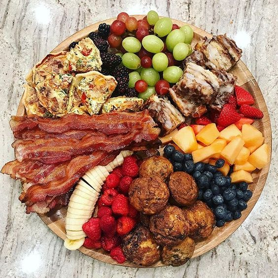 Love this breakfast tray kellyelko.com #breakfast #breakfastrecipes #recipes #partyfood #brunchideas #brunchrecipes