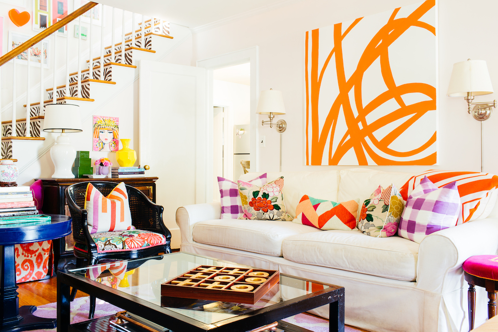 Eclectic Home Tour of Effortless Style Interiors - this is a color lovers dream home! kellyelko.com #livingroom #colorlovers #interiordecor #familyroom #interiordesign #modernart #diyideas