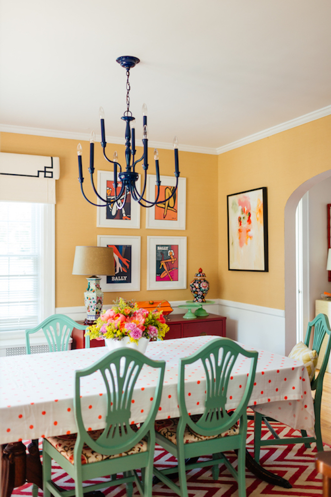 Eclectic Home Tour of Effortless Style Interiors - this is a color lovers dream home! kellyelko.com #diningroom #colorlovers #interiordecor #interiordesign