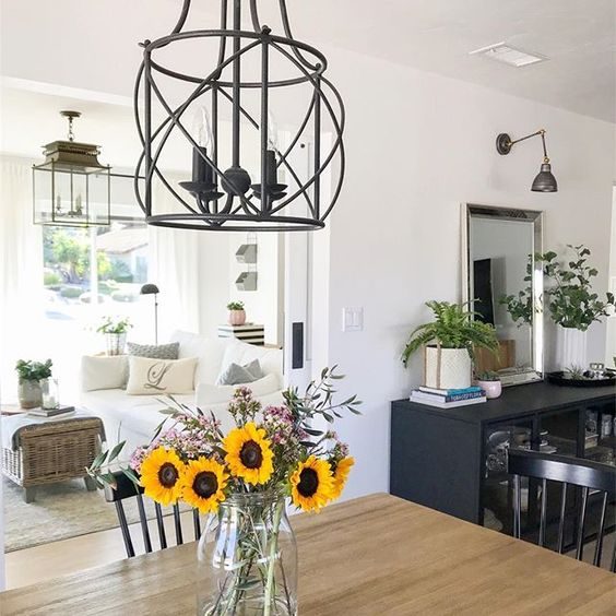 Eclectic Home Tour 1111 Light Lane -love this farmhouse style home kellyelko.com #farmhousestyle #cottagestyle #whitewalls #neutraldecor #diningroom