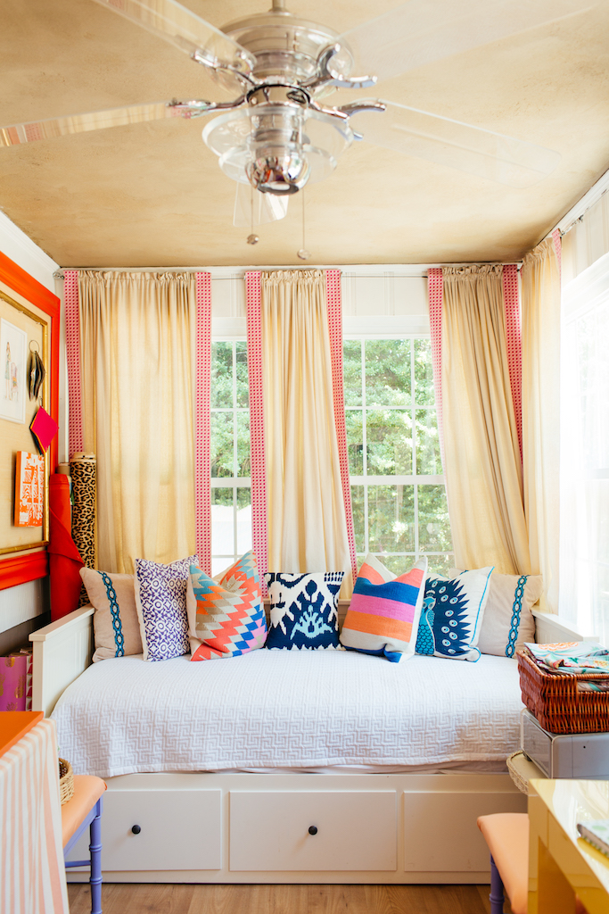 Eclectic Home Tour of Effortless Style Interiors - this is a color lovers dream home! kellyelko.com #sunroom #colorlovers #interiordecor #ceilingfan #interiordesign