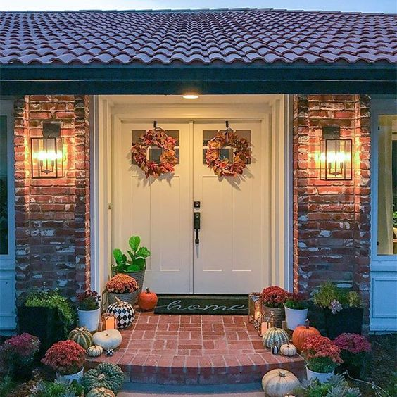 Eclectic Home Tour 1111 Light Lane kellyelko.com #spanishstyle #curbappeal #fall #fallporch #falldecor #pumpkins