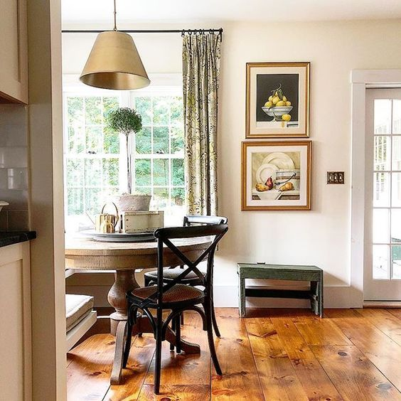 Eclectic Home Tour of The Cobbler Shop on Concord kellyelko.com #farmhouse #farmhousedecor #interiordecor #interiordecorate #kitchen #kitchentable #lighting #cottagestyle #hometour #housetour