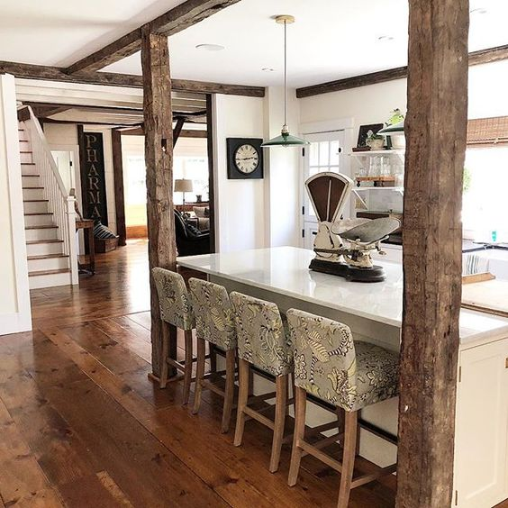 Eclectic Home Tour of The Cobbler Shop on Concord kellyelko.com #farmhouse #farmhousedecor #interiordecor #interiordecorate #farmhousekitchen #kitchens #cottagestyle #hometour #housetour #rusticdecor #whitekitchen