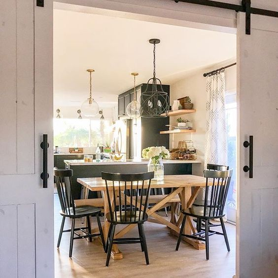 Eclectic Home Tour 1111 Light Lane kellyelko.com #farmhouse #farmhousekitchen #hometour #farmhousestyle #farmhousedecor #cottagestyle #interiordesign #interiordecor