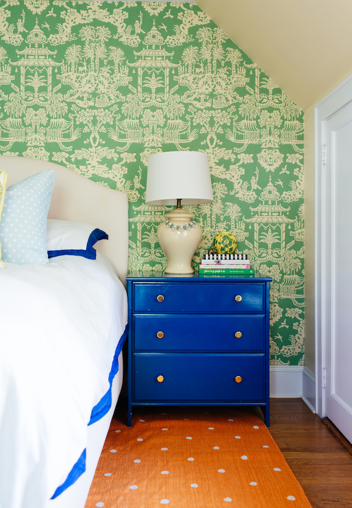 Eclectic Home Tour of Effortless Style Interiors - this is a color lovers dream home! kellyelko.com #bedroom #colorlovers #interiordecor #interiordesign