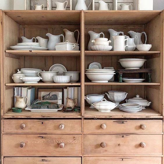 Eclectic Home Tour of The Cobbler Shop on Concord - love the ironstone collection kellyelko.com #farmhouse #farmhousedecor #interiordecor #interiordecorate #collections #ironstone #cottagestyle #hometour #housetour