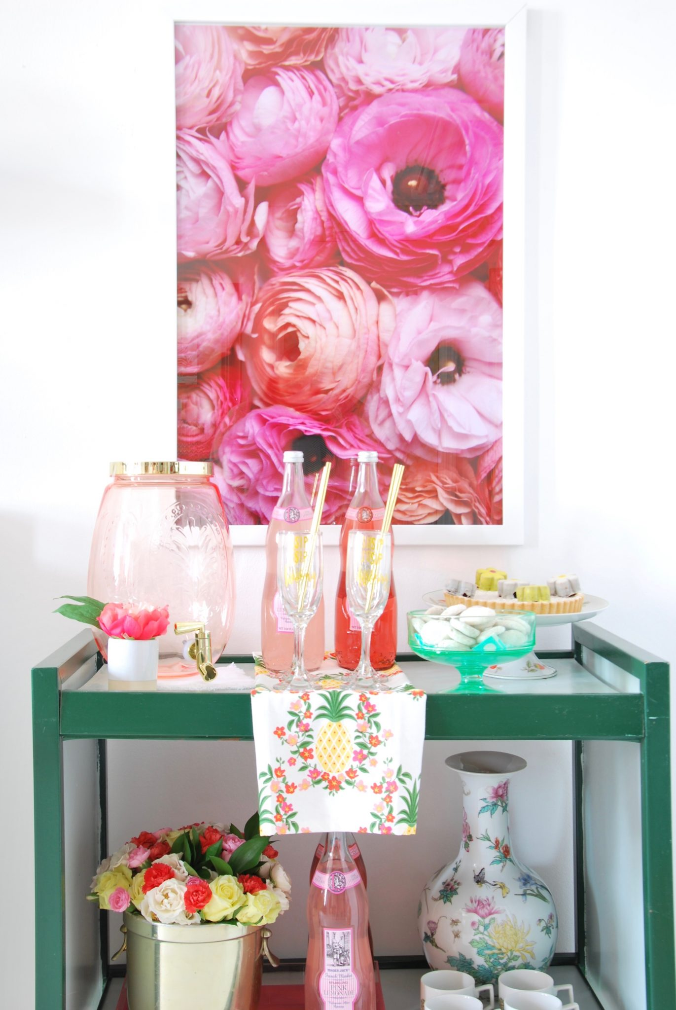 Eclectic Home Tour of Effortless Style Interiors - this is a color lovers dream home! kellyelko.com #barcart #colorlovers #interiordecor #peonies #art #interiordesign