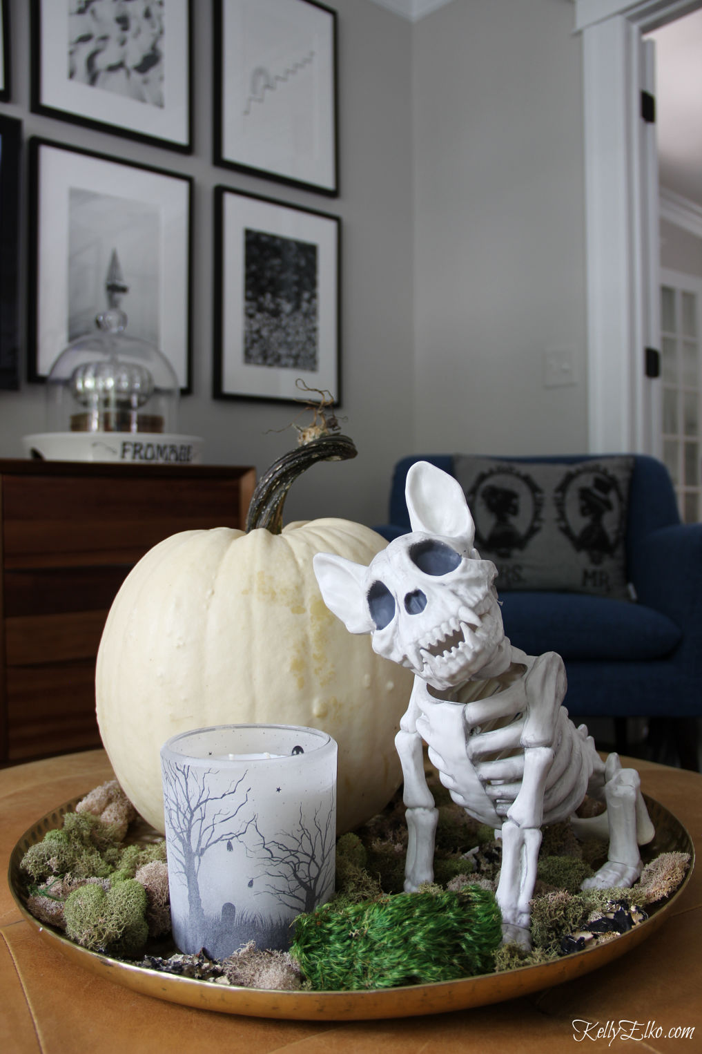 Creative Halloween Home Tour - love this adorable little dog skeleton! kellyelko.com #halloween #halloweendecor #falldecor #halloweendecorations #falldecorations #skeleton #dogskeleton