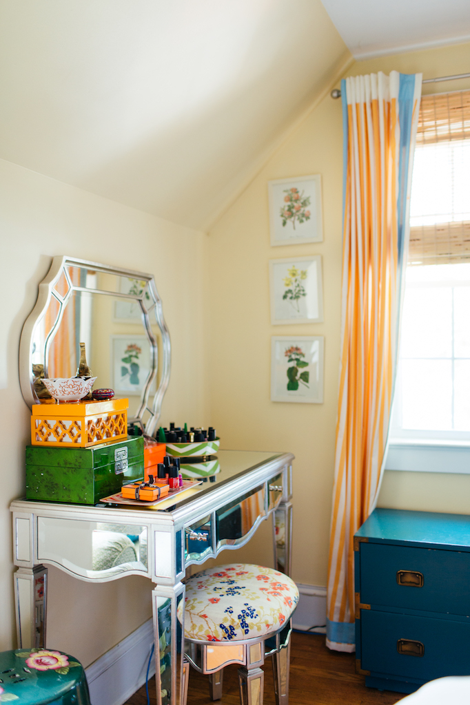 Eclectic Home Tour of Effortless Style Interiors - this is a color lovers dream home! kellyelko.com #vanity #colorlovers #interiordecor #bedroom #interiordesign